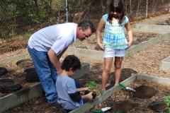 community-planting-5-7-11-008