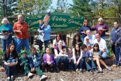 community-planting-5-7-11-049